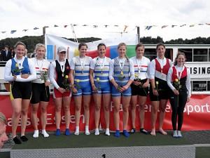 Mara Kölker (3. von links) vom Uerdinger RC wurde zusammen mit Sarah und Miriam Davids sowie Marisa Staelberg vom CRC (rechts daneben) deutsche Meisterin im U23-Achter.